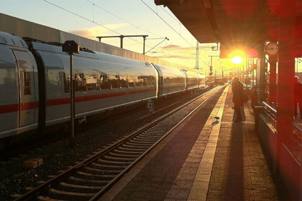 Bahn Ticket für andere Person buchen