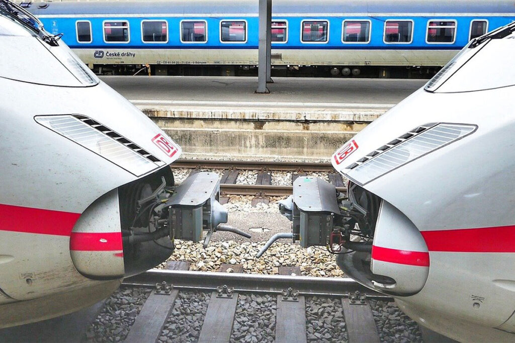 Deutsche Bahn Ticket für andere Person buchen